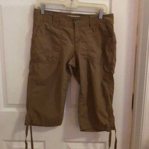 Gap Clam Digger surplus Ladies Short - 2